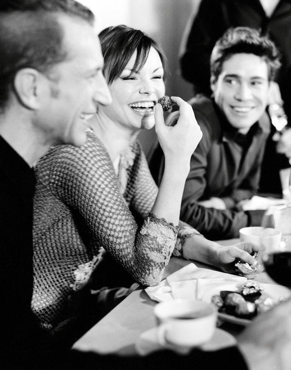 woman, men, dinner party
